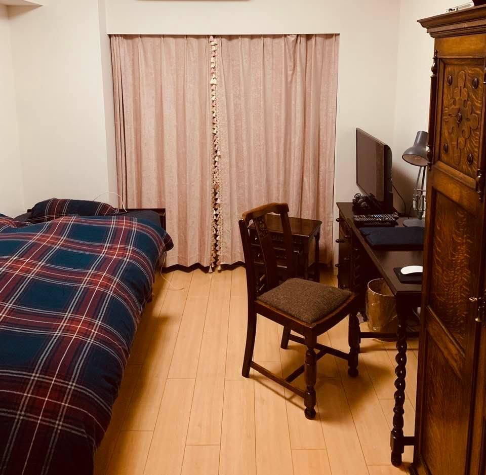 一人暮らしのアンティーク家具部屋