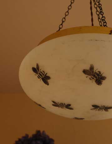 蜂の柄が可愛いアンティークのハンギングボウル